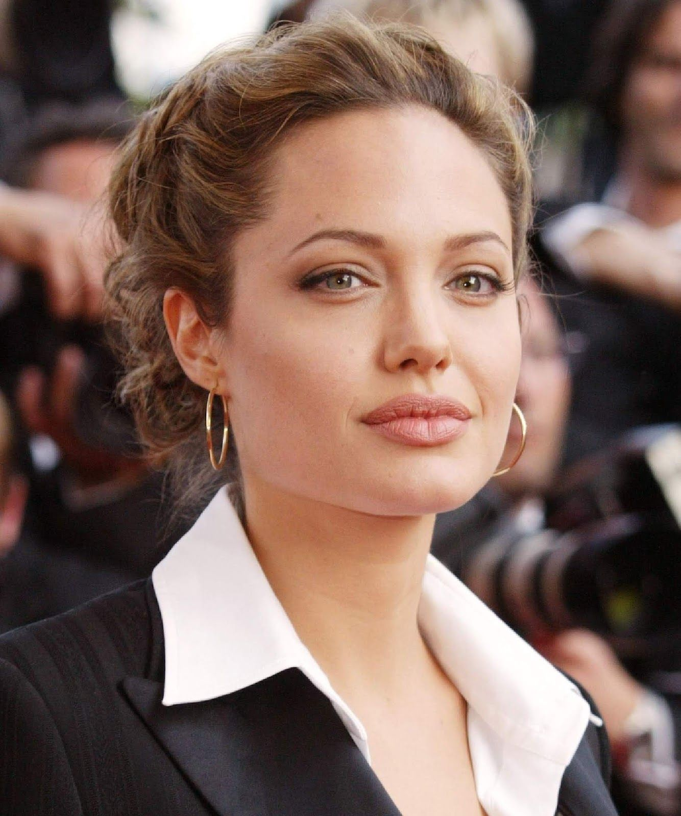 Angelina Jolie asks Congress to help families with food problems