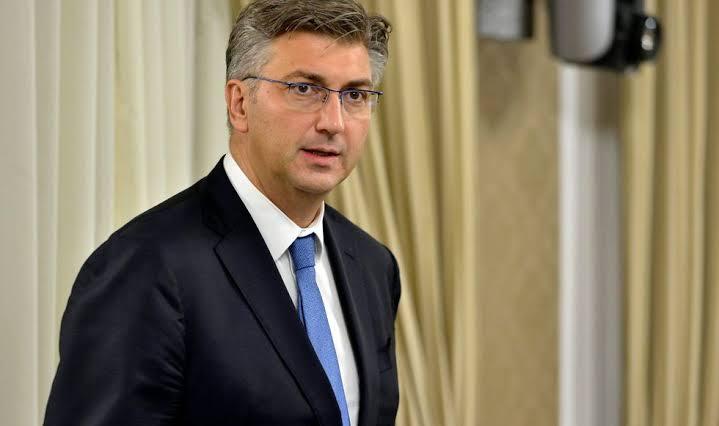 EU sends 'strong signal' to Western Balkans
