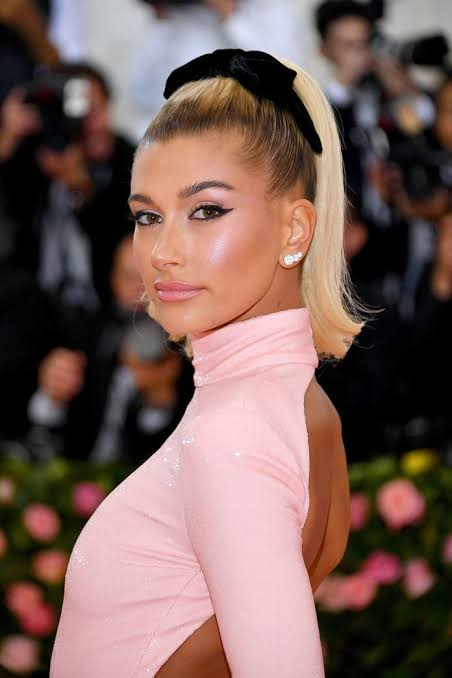Hailey Bieber Team Up With Levi For New Jean Collection